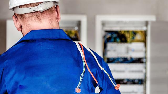 El papel del electricista en tu negocio, empresa o comunidad de vecinos